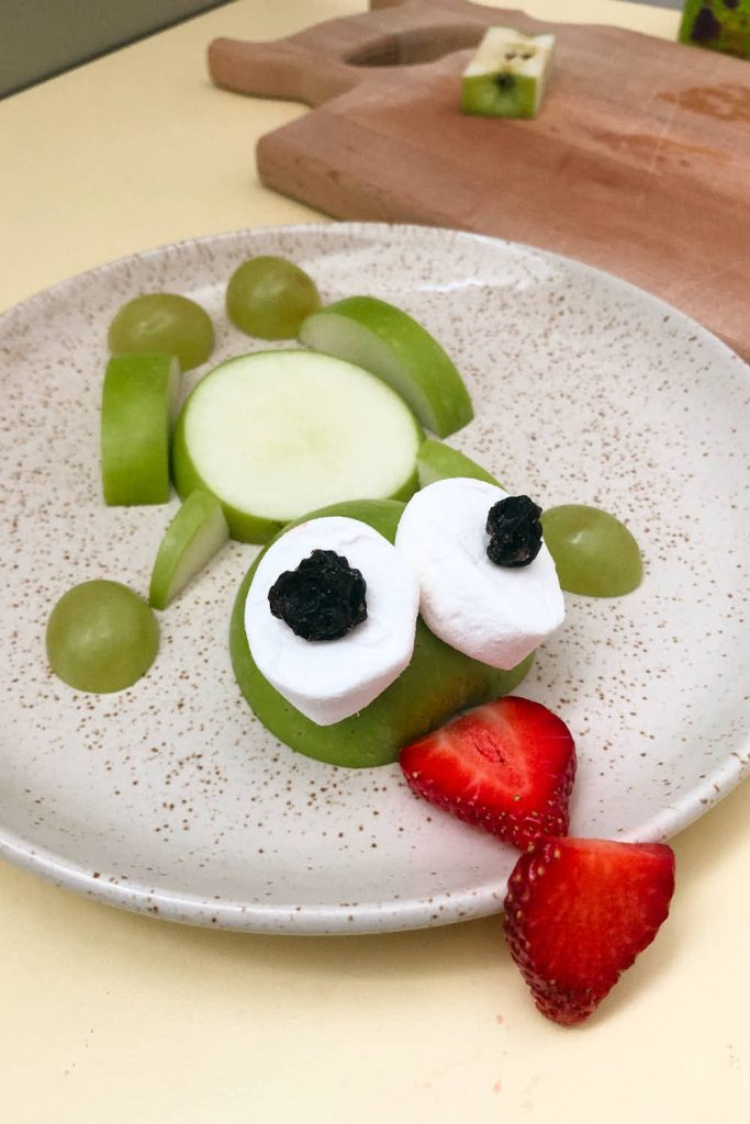 frog themed snacks with apples and fruit for kids